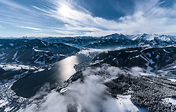 THEMENBILD - der Zeller See mit Zell am See, Thumersbach und Schüttdorf mit dem umliegenden Bergen, aufgenommen am 5. Feber 2018 in Zell am See - Kaprun, Österreich // the Zeller See with Zell am See, Thumersbach and Schüttdorf with the surrounding mountains, Zell am See Kaprun, Austria on 2018/02/05. EXPA Pictures © 2018, PhotoCredit: EXPA/ JFK