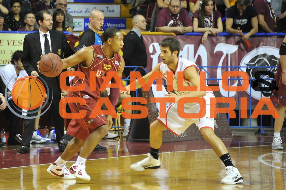 DESCRIZIONE : Venezia Lega Basket A2 2010-11 Umana Reyer Venezia Immobiliare Spiga Rimini<br /> GIOCATORE : Keydren Clark<br /> SQUADRA : Umana Reyer Venezia Immobiliare Spiga Rimini <br /> EVENTO : Campionato Lega A2 2010-2011<br /> GARA : Umana Reyer Venezia Immobiliare Spiga Rimini<br /> DATA : 06/3/2011<br /> CATEGORIA : Palleggio<br /> SPORT : Pallacanestro <br /> AUTORE : Agenzia Ciamillo-Castoria/M.Gregolin<br /> Galleria : Lega Basket A2 2010-2011 <br /> Fotonotizia : Venezia Lega A2 2010-11 Umana Reyer Venezia Immobiliare Spiga Rimini<br /> Predefinita :
