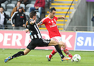Nacional´s player João Aurélio (L ) fights for the ball with Benfica's player Jonas   (R ) during Portuguese First League football match Nacional vs Benfica  held at Madeira Stadium, Funchal, 11 January 2016.  LUSA / GREGORIO CUNHA