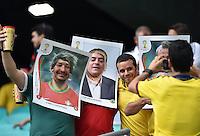 FUSSBALL WM 2014  VORRUNDE    Gruppe G     Deutschland - Portugal              16.06.2014 Lustige Idee: Fans schauen durch ein uebergrosses Paninibild mit dem Portraits von Coentrao und Bueno