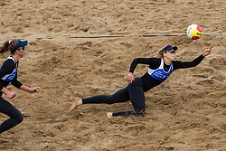 25-08-2018 NED: DELA Beach NK Volleyball, Scheveningen<br /> Laura Bloem NED #2, Jolien Sinnema NED #1
