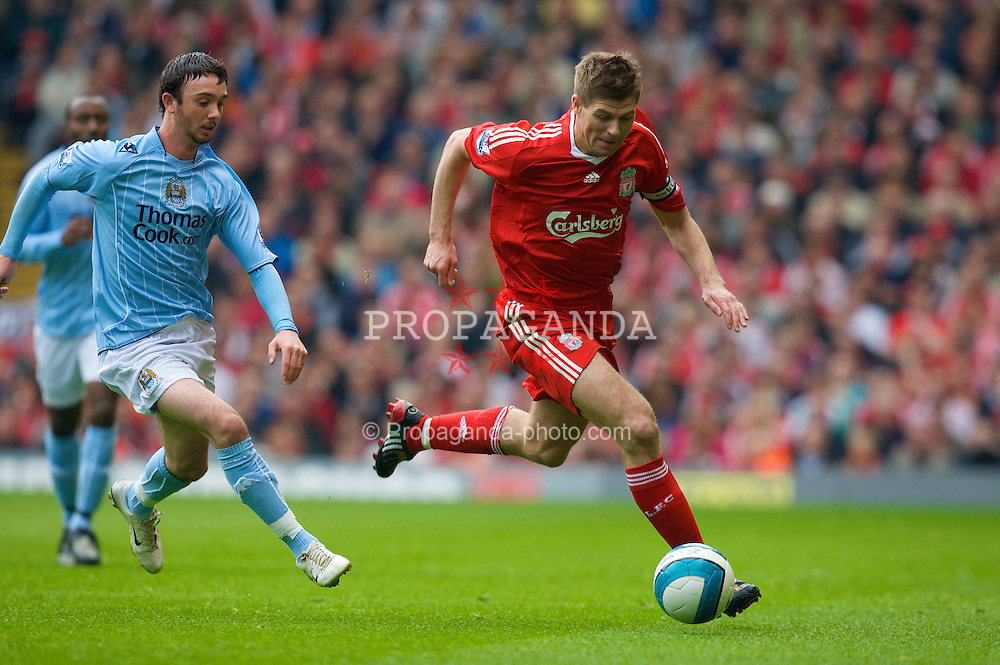 LIVERPOOL, ENGLAND - Sunday, May 4, 2008: Liverpool's captain Steven Gerrard MBE and Manchester City's Stephen Ireland during the Premiership match at Anfield. (Photo by David Rawcliffe/Propaganda)