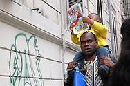 Roma, 06/06/2006: padre e figlio di origine africana, quartiere Esquilino.©Andrea Sabbadini