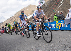 23.05.2017, Bormio, ITA, Giro d Italia 2017, 16. Etappe, Rovetta nach Bormio, im Bild v.l. Thibaut Pinot (FRA, Team FDJ), Bob Jungels (LUX, Quick-Step Floors) // Thibaut Pinot (FRA, Team FDJ), Bob Jungels (LUX, Quick-Step Floors) during the 16th stage of the 100th Giro d' Italia cycling race from Rovetta to Bormio, in Bormio Italy on 2017/05/23. EXPA Pictures © 2017, PhotoCredit: EXPA/ R. Eisenbauer