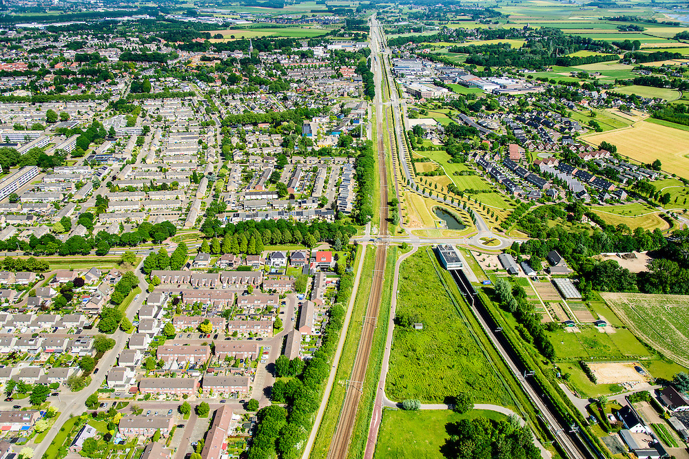 Nederland, Gelderland, Zevenaar, 09-06-2016; ingang van tunnel van de Betuweroute ter hoogte van het centrum van Zevenaar. De Betuweroute vervolgt richting Duitsland onder de grond, parallel aan de gewone spoorlijn Arnhem - Emmerich.<br /> Entrance tunnel of the Betuweroute freight railway, center of Zevenaar. The Betuweroute continues towards Germany under the ground, parallel to the regular railway Arnhem - Emmerich.<br /> <br /> luchtfoto (toeslag op standard tarieven);<br /> aerial photo (additional fee required);<br /> copyright foto/photo Siebe Swart