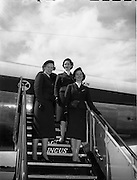 26/04/1958 <br /> 04/26/1958<br /> 26 April 1958<br /> Arrival of Seaboard Super Constellation due to begin Aer Lingus' first transatlantic service two days later at Dublin Airport. Image shows the Aer Lingus Aer Hostesses who served on the flight. (l-r): Joan Camman; Miriam O'Donnell and Rosalind McCarthy, Aer Lingus Chief hostess.