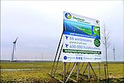 Nederland, the Netherlands, 25-2-2016NOP Agrowind, energiebedrijf RWE Essent en Westermeerwind bouwen een windpark op land en in het water van het IJsselmeer. De stroomproducent bouwt hier windmolens die 5 megawatt op land, en 3 megawatt op zee produceren. Siemens levert en installeert de turbines. Het bedrijf Turbine Transfers verzorgt met snelle bootjes de aan en afvoer van personeel dat op de werkschepen in in de turbines moet werken.FOTO: FLIP FRANSSEN/ HH