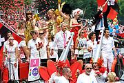 De Canal Parade 2014 - een botenparade over de Amsterdamse grachten en het hoogtepunt van Gay Pride Amsterdam.<br /> <br /> The Canal Parade 2014 - a boat parade on the canals of Amsterdam and the highlight of Gay Pride Amsterdam.<br /> <br /> Op de foto / On the photo: <br /> <br /> <br />  Burgemeester Eberhard van der Laan en wethouder en Wethouder Kajsa Ollongren