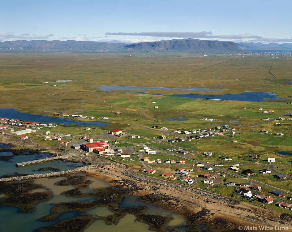 Stokkseyri 1990 viewing northwest, .Árborg frá 1998 / Arborg since 1998.