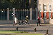 Doop zoon Prins Constantijn en Prinses Laurentien <br />  <br /> Claus-Casimir Bernhard Marius Max Graaf van Oranje-Nassau, jonkheer van Amsberg, zoon van Hunne Koninklijke Hoogheden Prins Constantijn en Prinses Laurentien der Nederlanden zal op zondag 10 oktober 2004 in de kapel van Paleis Het Loo Nationaal Museum in Apeldoorn ten doop worden gehouden. <br /> Als peetouders zullen Zijne Koninklijke Hoogheid de Prins van Oranje, Zijne Hoogheid Prins Maurits van Oranje-Nassau, van Vollenhoven, de heer Ed. P. Spanjaard en Tatjana Gravin Razumovsky aanwezig zijn. <br /> <br /> Ds. C.A. ter Linden, emeritus-predikant van de Kloosterkerkgemeente te Den Haag zal voorgaan in de doopdienst, die wordt gehouden onder verantwoordelijkheid van de Protestantse Gemeente Apeldoorn. Ouderling van dienst is mevrouw M.K.W. Drabbe-De Graeff. <br />  <br /> <br /> <br /> Op de foto Prins Bernhard Jr met Prinses Annette en hun dochter Isabella en Prinses Maril&egrave;ne. <br /> <br /> On the photo Prince Bernhard Jr. with Princess Anette and there doughter Isabella and Princes Maril&egrave;ne