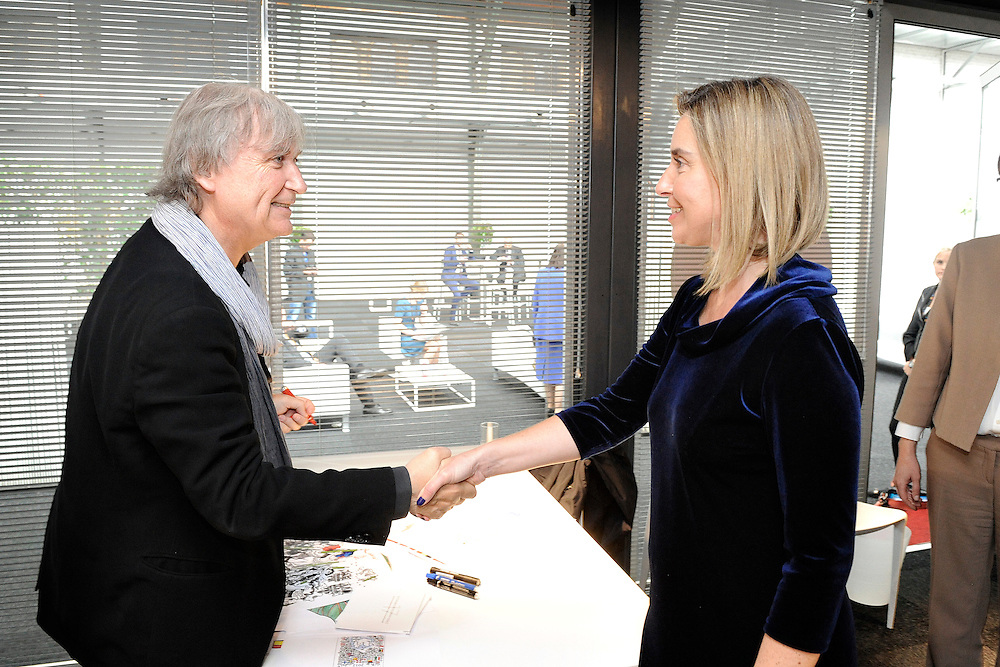 20150603- Brussels - Belgium - 03 June2015 - European Development Days - EDD  -  Mogherini and Plantu © EU/UE