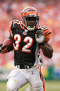 KANSAS CITY, MO - SEPTEMBER 10:  Running back Rudi Johnson #32 of the Cincinnati Bengals runs with the ball during a game against the Kansas City Chiefs on September 10, 2006 at Arrowhead Stadium in Kansas City, Missouri.  The Bengals won 23 to 10.  (Photo by Wesley Hitt/Getty Images)***Local Caption***Rudi Johnson