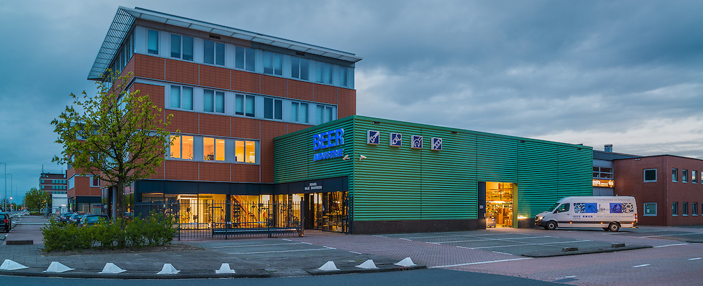 Beer industrie Waalhaven. Architectuurfotografie ten behoeve van website.