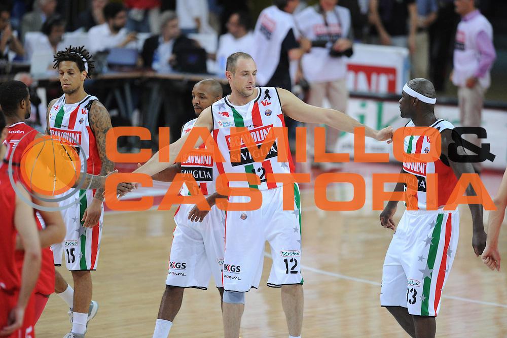 DESCRIZIONE : Pesaro  Lega A 2011-12 Scavolini Siviglia Pesaro EA7 Emporio Armani Milano  play off semifinale gara 3<br /> GIOCATORE : Marco Cusin <br /> CATEGORIA : esultanza<br /> SQUADRA : Scavolini Siviglia Pesaro<br /> EVENTO : Campionato Lega A 2011-2012 Play off semifinale gara 3<br /> GARA : Scavolini Siviglia Pesaro  EA7 Emporio Armani Milano <br /> DATA : 02/06/2012<br /> SPORT : Pallacanestro <br /> AUTORE : Agenzia Ciamillo-Castoria/ GiulioCiamillo<br /> Galleria : Lega Basket A 2011-2012  <br /> Fotonotizia : Pesaro  Lega A 2011-12 Scavolini Siviglia Pesaro EA7 Emporio Armani Milano play off semifinale gara 3<br /> Predefinita :