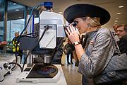 Werkbezoek van Zijne Majesteit de Koning, vergezeld door Hare Majesteit Koningin Maxima aan de Duitse deelstaten Thüringen, Saksen en Saksen-Anhalt<br /> <br /> Working visit of His Majesty the King, accompanied by Her Majesty Queen Maxima in the German states of Thuringia, Saxony and Saxony-Anhalt<br /> <br /> op de foto / On the Photo:  Het Koningspaar woont de Event High Tech Systemen en Materialen (HTSM) bij<br /> <br /> The Koninspaar attends the event High Tech Systems and Materials (HTSM)