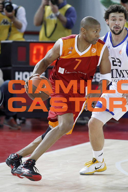 DESCRIZIONE : Roma Eurolega 2010-11 Lottomatica Virtus Roma Real Madrid<br /> GIOCATORE : Charles Smith<br /> SQUADRA : Lottomatica Virtus Roma<br /> EVENTO : Eurolega 2010-2011<br /> GARA :  Lottamtica Virtus Roma Real Madrid<br /> DATA : 04/11/2010<br /> CATEGORIA : palleggio<br /> SPORT : Pallacanestro <br /> AUTORE : Agenzia Ciamillo-Castoria/ElioCastoria<br /> Galleria : Eurolega 2010-2011<br /> Fotonotizia : Roma Eurolega Euroleague 2010-11 Lottomatica Virtus Roma Real Madrid<br /> Predefinita :