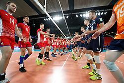 20170617 NED: FIVB Volleybal World League 2017 The Netherlands - Slovakia: Den Haag <br />People wishing eachother a fair play game<br />©2017-FotoHoogendoorn.nl / Pim Waslander