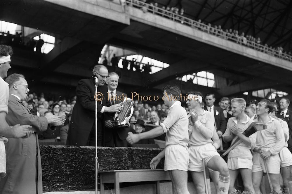 05/09/1965<br /> 09/05/1965<br /> 05 September 1965<br /> All Ireland Minor Hurling Final: Dublin v Limerick at Croke Park Dublin. The winning Dublin team being presented with the Irish Press Cup.