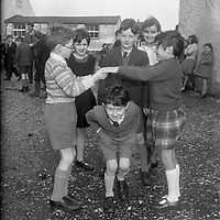 Children playing. Names, date and location unknown. (Part of the Independent Ireland Newspapers/NLI Collection)