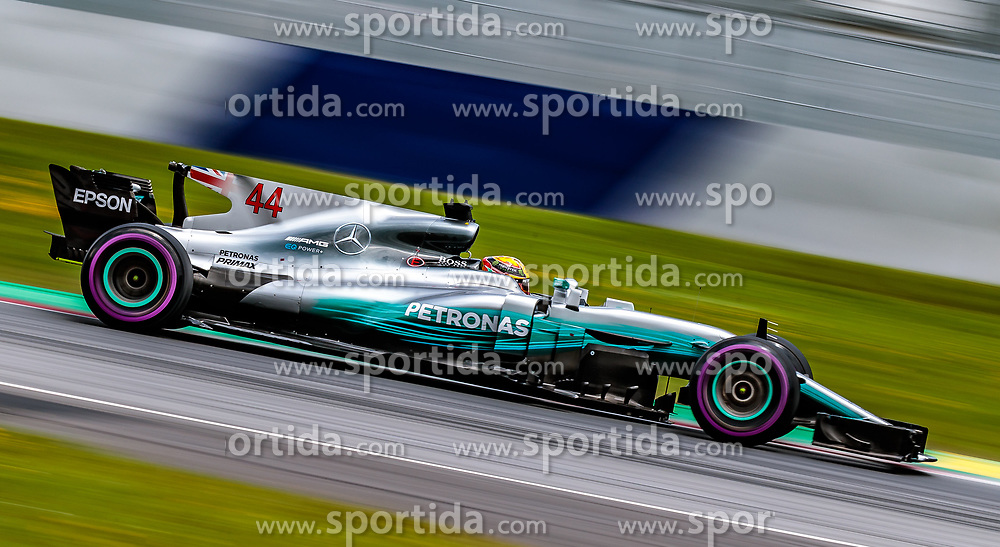 09.07.2017, Red Bull Ring, Spielberg, AUT, FIA, Formel 1, Grosser Preis von Österreich, Rennen, im Bild Lewis Hamilton (GBR) Mercedes AMG Petronas F1 Team // British Formula One driver Lewis Hamilton of Mercedes AMG F1 during the Race of the Austrian FIA Formula One Grand Prix at the Red Bull Ring in Spielberg, Austria on 2017/07/09. EXPA Pictures © 2017, PhotoCredit: EXPA/ JFK