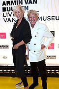 Armin van Buuren in het Van Gogh Museum tijdens de opening van Embrace Vincent, een multimediatour gemaakt door dj Armin van Buuren voor het Van Gogh. <br /> <br /> Op de foto:  Jan & Monique des Bouvrie