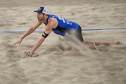 07-01-2018 NED: DELA Beach Open day 5, Den Haag<br /> Alexander Brouwer #1 (foto) en Robert Meeuwsen #2 moeten genoegen nemen met de kleine finale. Ze gaan om het brons strijden, want in de halve finale was het Poolse duo Kantor #1/Losiak #2 met 0-2 (14-21, 22-24) te sterk.