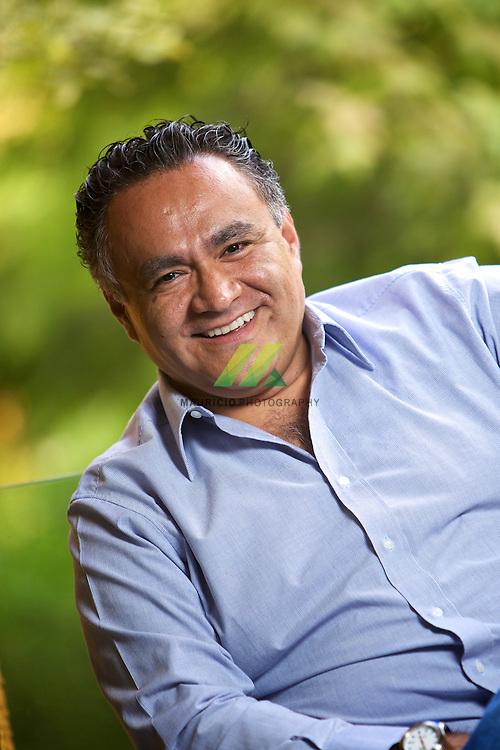 Roberto Garcia es un comunicador empresarial especializado desde hace mas de 15 an?os en el manejo de medios en temas de tecnologias de la informacion, negocios, educacio?n y relaciones institucionales en compan?i?as como IBM de Mexico y la Universidad del Valle de Me?xico.