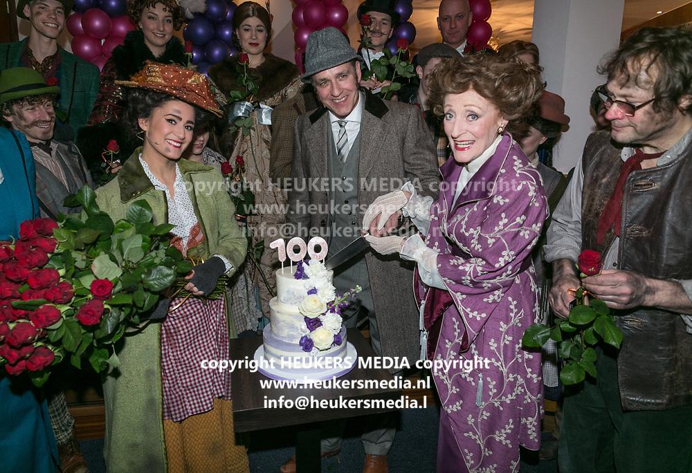 2018-03-10. Schouwburg het Park, Hoorn. 100ste My Fair Lady. Op de foto: Esmee Dekker, Chris Tates en Gerrie van der Klei