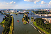 Nederland, Zuid-Holland, Gemeente Rotterdam, 15-07-2012; sluis bij Rozenburg, links Hartelkanaal, rechts Calandkanaal en Calandbrug. Geheel rechts Nieuwe Waterweg..Bridges and sluice in the Botlek, port of Rotterdam.  luchtfoto (toeslag), aerial photo (additional fee required).foto/photo Siebe Swart.luchtfoto (toeslag), aerial photo (additional fee required).foto/photo Siebe Swart