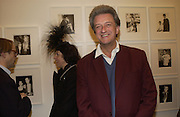 Isabella Blow and John richardson. Warhol's World. Photography and Television. Hauser and Wirth. Piccadilly, London. 26  January 2006.  ONE TIME USE ONLY - DO NOT ARCHIVE  © Copyright Photograph by Dafydd Jones 66 Stockwell Park Rd. London SW9 0DA Tel 020 7733 0108 www.dafjones.com