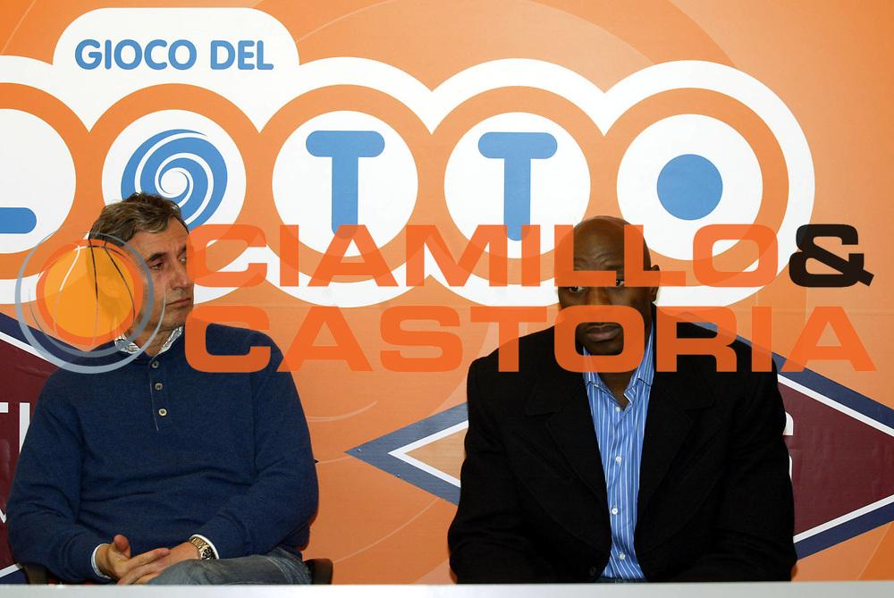 DESCRIZIONE : Roma Palazzetto dello Sport Lega A1 2005-06 Presentazione Obinna Ekezie<br /> GIOCATORE : Ekezie<br /> SQUADRA : Lottomatica Virtus Roma <br /> EVENTO : Campionato Lega A1 2005-2006 <br /> GARA : <br /> DATA : 04/01/2006<br /> CATEGORIA : Palleggio<br /> SPORT : Pallacanestro <br /> AUTORE : Agenzia Ciamillo-Castoria/G.Ciamillo<br /> Galleria: Lega Basket A1 2005-2006<br /> Fotonotizia: Roma Palazzetto dello Sport Lega A1 2005-06 Presentazione Obinna Ekezie<br /> Predefinita :