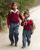 DELHI - schoolkinderen op straat.ANP KOEN SUYK