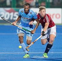 RAIPUR (India) -  Sunil Sowmarpet (India)   with Ollie Willars (GB)   Hockey World League Final  men (Quarterfinals)  .  Great Britain v India    © WSP / Koen Suyk
