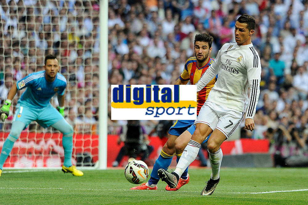 Real Madrid´s Cristiano Ronaldo and Valencia´s Paco Alcacer during 2014-15 La Liga match between Real Madrid and Valencia at Santiago Bernabeu stadium in Madrid, Spain. May 09, 2015. (ALTERPHOTOS/Luis Fernandez)