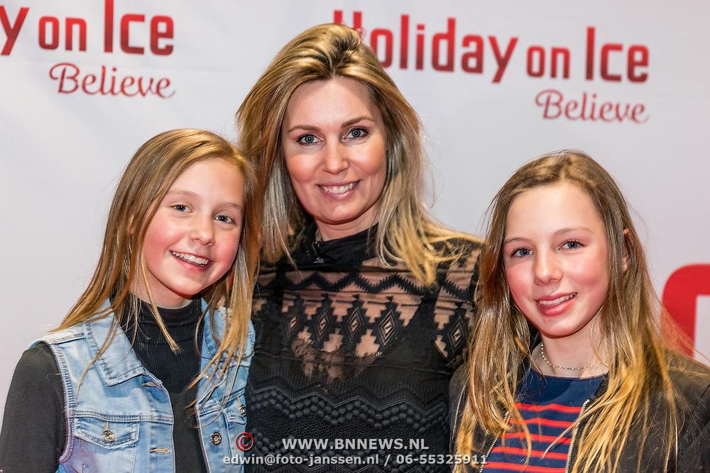 NLD/Utrecht//20170323 - Première 'Believe' van Holiday On Ice, Vivian Slingerland met haar dochters