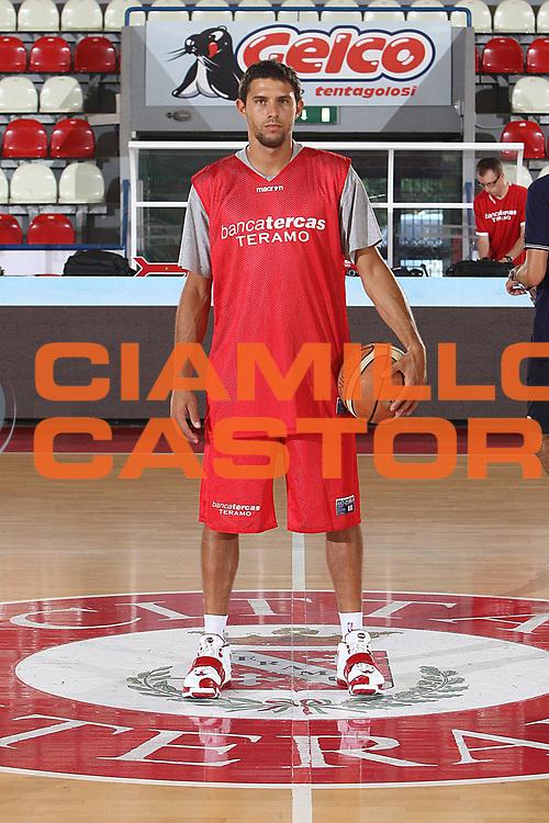 DESCRIZIONE : Teramo Lega A 2009-10 Basket Bancatercas Teramo Allenamento<br /> GIOCATORE : Tommaso Marino<br /> SQUADRA : Bancatercas Teramo<br /> EVENTO : Campionato Lega A 2009-2010 <br /> GARA : <br /> DATA : 02/09/2009<br /> CATEGORIA : Allenamento ritratto posato<br /> SPORT : Pallacanestro <br /> AUTORE : Agenzia Ciamillo-Castoria/C.De Massis