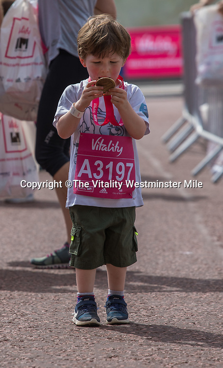 The&quot;goody bag&quot; collection station outside Buckingham Palace at The Vitality Westminster Mile, Sunday 28th May 2017.<br /> <br /> Photo: Neil Turner for The Vitality Westminster Mile<br /> <br /> For further information: media@londonmarathonevents.co.uk