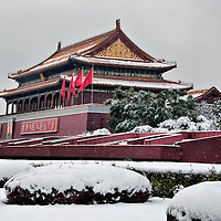 Beijing China 1st November 2009 An unusually early snow blanketed the capital on Sunday morning. State Media reported that chinese meteorologists covered the capital  in snow Sunday after seeding clouds to bring winter weather  in an effort to combat a lingering drought...***Agreed Fee's Apply To All Image Use***.F M Secchi /Xianpix. tel +44 (0) 771 7298571. e-mail ms@msecchi.com .www.marcosecchi.com