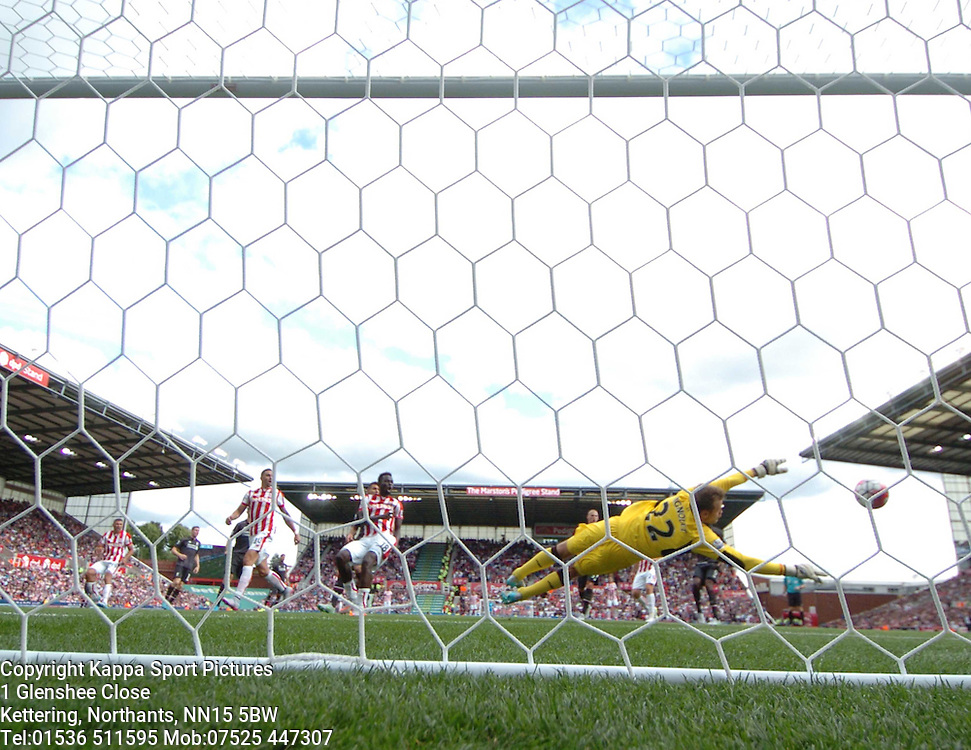 STOKES MAME DIOUF SHOT ON GOAL GOES WIDE,  Stoke City v Liverpool, Premiership, Britannia Stadium Sunday 9th August 2015