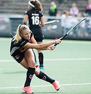 AMSTELVEEN - Hannah Bergkamp (A'dam)  voor  Amsterdam-Huizen (4-1), competitie Hoofdklasse hockey dames   (2017-2018) .COPYRIGHT KOEN SUYK