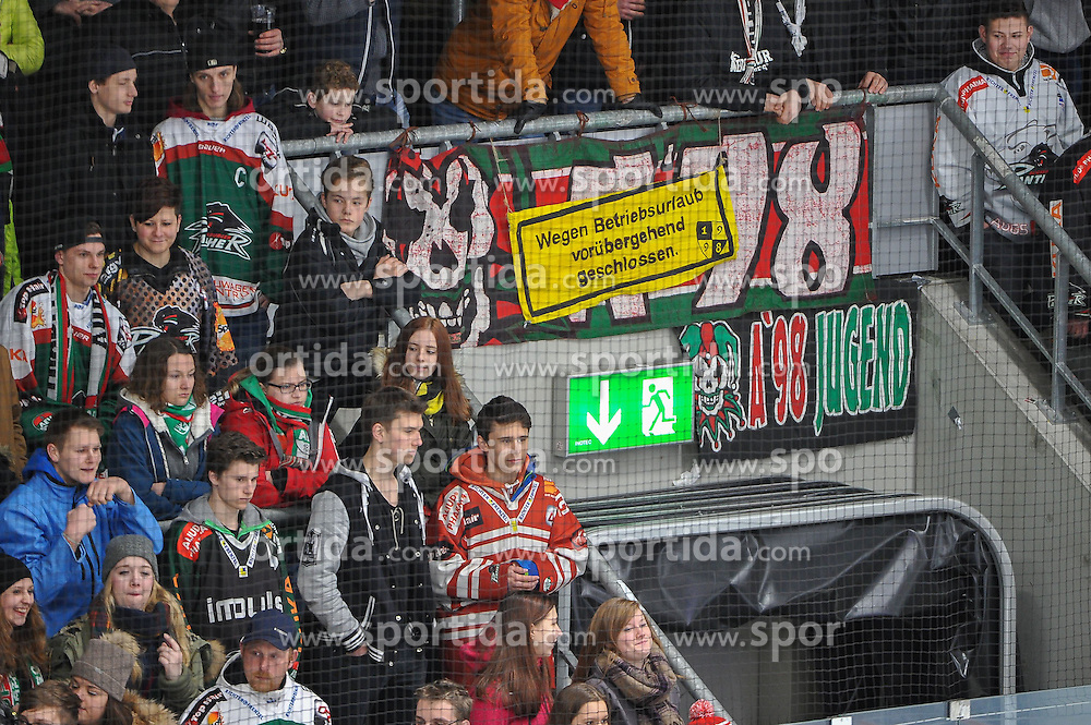 27.02.2015, Curt-Fenzel-Stadion, Augsburg, GER, DEL, Augsburger Panther vs Krefeld Pinguine, 51. Runde, im Bild Die Augsburger Fans versagen den Panthern die Unterstuetzung // during Germans DEL Icehockey League 51st round match between Augsburger Panther and Krefeld Pinguineg at the Curt-Fenzel-Stadion in Augsburg, Germany on 2015/02/27. EXPA Pictures &copy; 2015, PhotoCredit: EXPA/ Eibner-Pressefoto/ Schreyer<br /> <br /> *****ATTENTION - OUT of GER*****