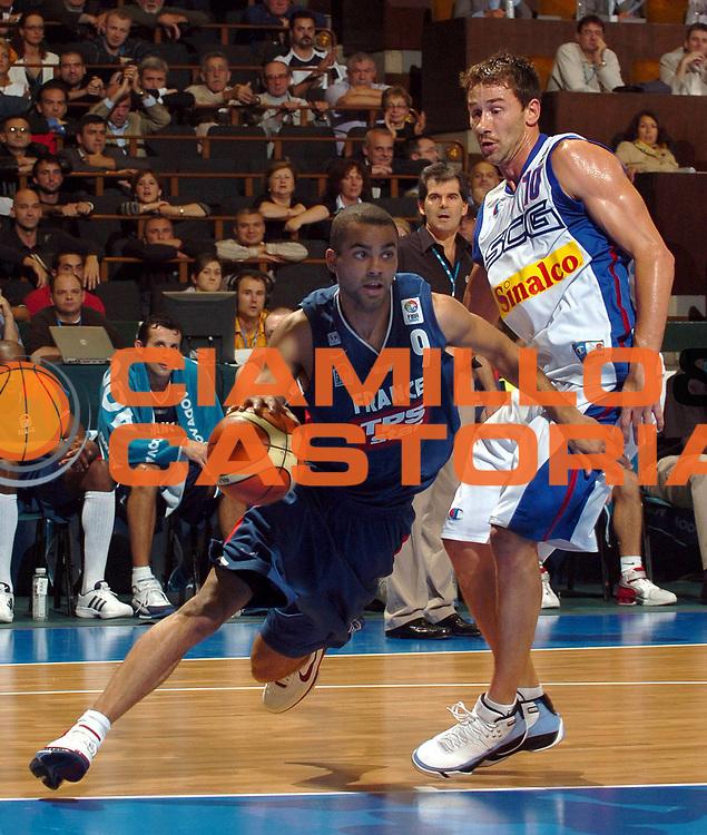 DESCRIZIONE : Novi Sad Eurobasket Men 2005 Francia-Serbia &amp; Montenegro<br /> GIOCATORE : Parker<br /> SQUADRA : Francia France<br /> EVENTO : Eurobasket Men 2005 Campionati Europei Uomini 2005<br /> GARA : Francia France Serbia &amp; Montenegro<br /> DATA : 20/09/2005<br /> CATEGORIA :<br /> SPORT : Pallacanestro<br /> AUTORE : Ciamillo&amp;Castoria/Fiba Europe Pool