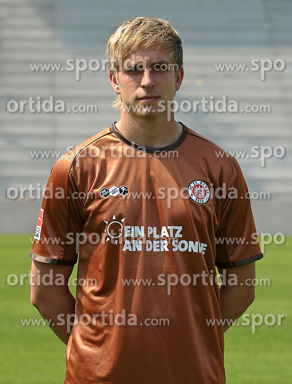 10.07.2010, Millerntor-Stadion, Hamburg, GER, FBL, Fototermin FC St. Pauli, im Bild Bastian Oczipka (St. Pauli #6)   EXPA Pictures © 2010, PhotoCredit: EXPA/ nph/  Frisch / SPORTIDA PHOTO AGENCY