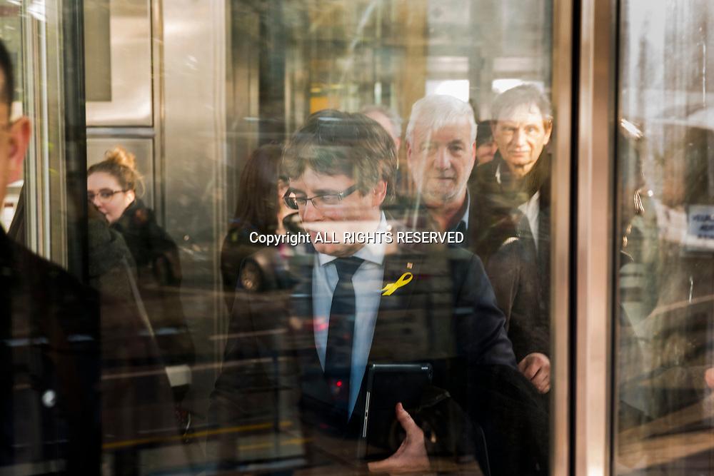Lausanne, mars 2018. Carles Puigdemont, indépendantiste catalan a Lausanne sort de la tour Edipresse. © Olivier Vogelsang