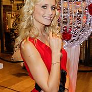 NLD/Amstelveen/20120216 - Presentatie Charityarmband Rode Kruis, Yfke Sturm