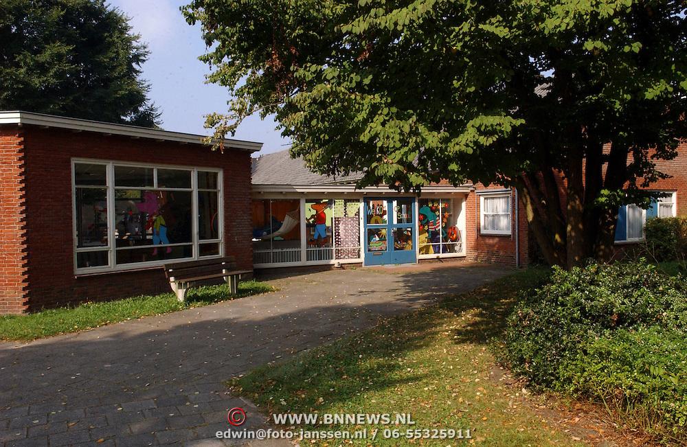 NLD/Huizen/20050907 - Ingang nieuwe depandance van den Brugghenschool Trompstraat Huizen