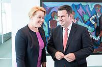 14 AUG 2019, BERLIN/GERMANY:<br /> Franziska Giffey (L), SPD, Bundesfamilienministerin, und Hubertus Heil (R), SPD, Bundesarbeitsminister, im Gespraech, vor Beginn der Kabinettsitzung, Bundeskanzleramt<br /> IMAGE: 20190814-01-003<br /> KEYWORDS: Kabinett, Sitzung, Gespräch
