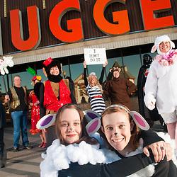 Doug Grundy (Gold vest, tall)<br /> Annette Steller (Carmen Miranda)<br /> Robyn Higley (Grey Mouse)<br /> Larry Jones (Lion)<br /> Sarah Madden (Flying Monkey)<br /> Kat Reimer (Lamb)<br /> Kellianne Lowe (Lamb)<br /> Sara Pererson (Prisoner)<br /> Rosemary Padgett (Brown Bear)<br /> Tom Padgett (Vadar)<br /> Jackie Peterson (Sheep)<br /> Nancy Lowe (Firewoman w/ mustache)<br /> Iris Bustamante (Firewoman)