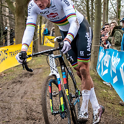 2020-01-05 Cycling: dvv verzekeringen trofee: Brussels: Mathieu van der Poel dismounting