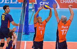 31-05-2015 NED: CEV EK Kwalificatie Nederland - Spanje, Doetinchem<br /> Nederland wint met 3-1 van Spanje en plaatst zich voor het EK in Bulgarije en Italie / Nimir Abdelaziz #1, Rob Bontje #17